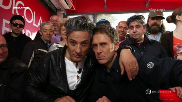 Fiorello con Stefano Meloccaro e la squadra di «Edicola Fiore», tutte le mattine su Sky Uno e Tv 8