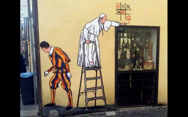 Il graffito di Mauro Pallotta con il Papa che gioca al tris della pace sui muri di Borgo Pio