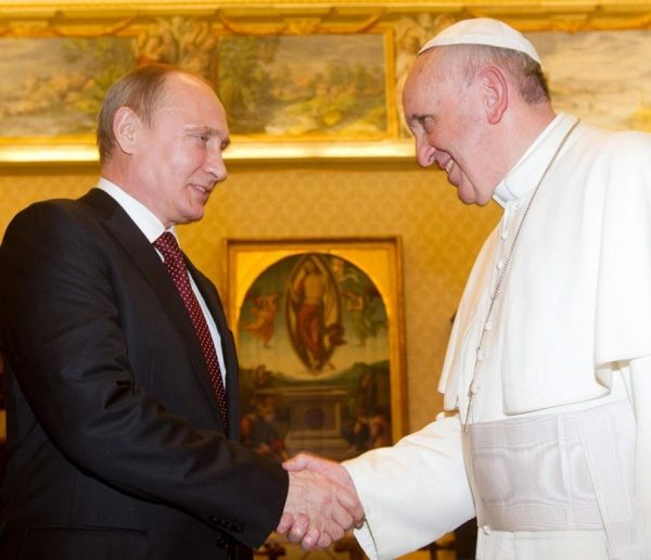 Lo storico incontro tra Vladimir Putin e papa Francesco