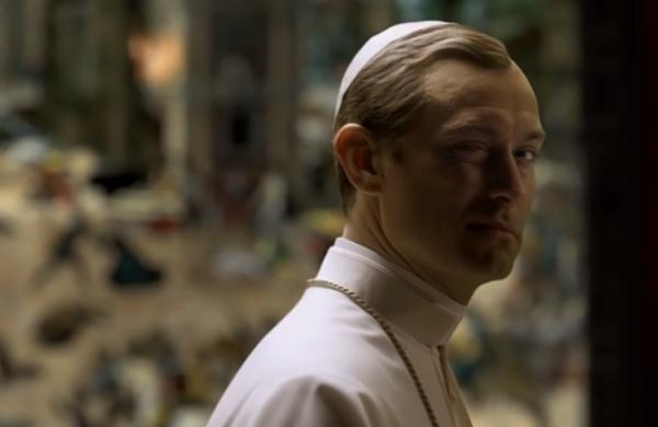 Al termine della bellissima sigla Pio XIII fa l'occhiolino al telespettatore