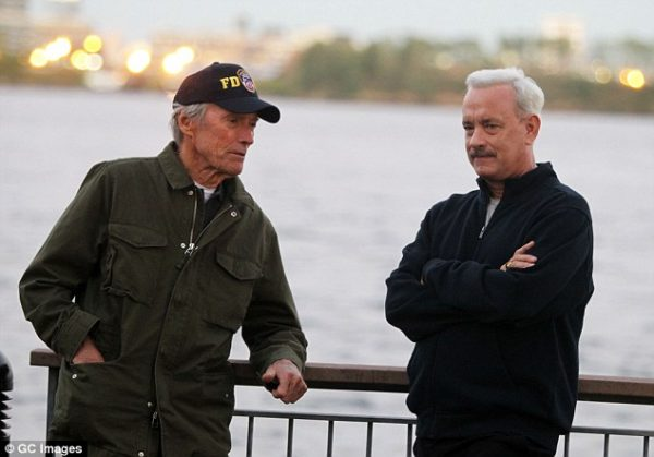 Clint Eastwood con Tom Hanks sul set di «Sully», suo ultimo film