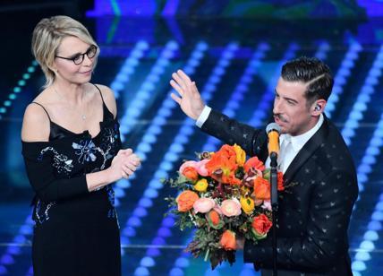 Maria ha portato i fiori a Gabbani prima di accompagnarlo nel retropalco