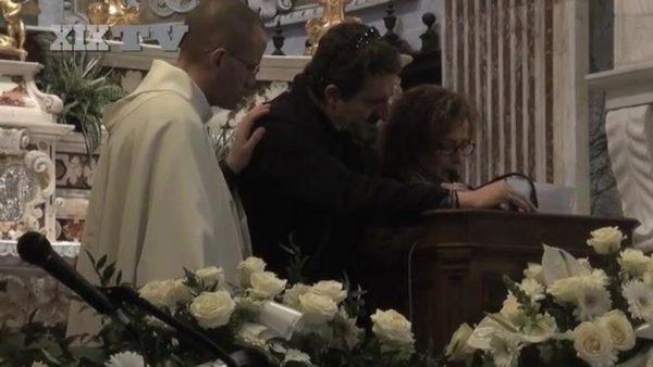Antonella Riccardi al funerale del figlio Giovanni