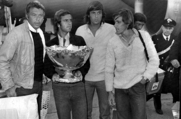 Paolo Bertolucci con Pietrangeli, Panatta e Barazzutti al ritorno dal Cile