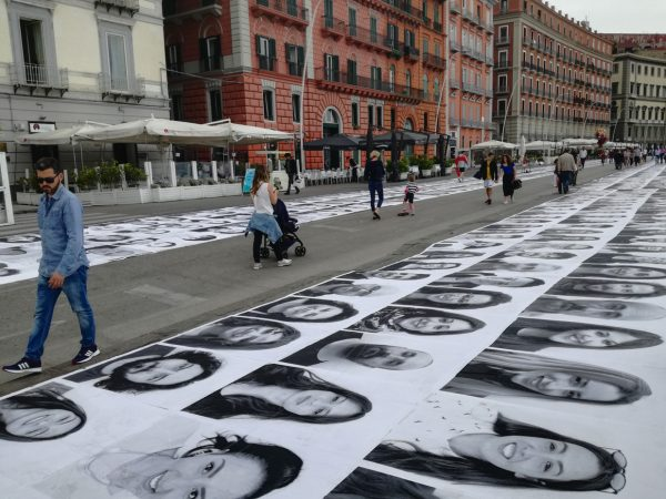 Un'installazione dell'artista JR al Festival di Napoli