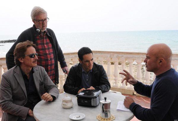 Cesare Bocci con Luca Zingaretti, Peppino Mazzotta e il regista Alberto Sironi sul set del «Commissario Montalbano»