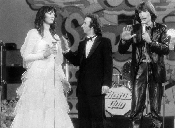 Claudio Cecchetto con Roberto Benigni e Olimpia Carlisi al Festival di Sanremo del 1980