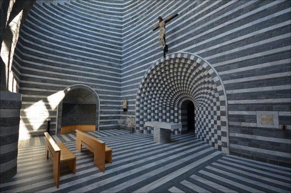 La chiesa di San Giovanni a Mogno nel Canton Ticino